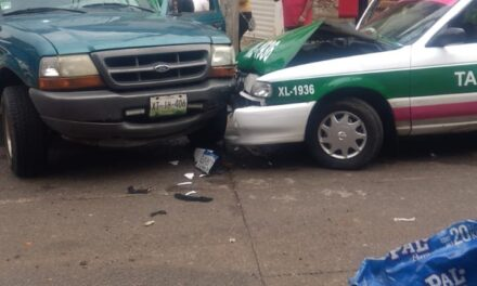 Accidente de tránsito sobre la calle Matamoros en Xalapa