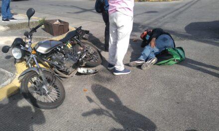 Motociclista lesionado en calle Volcán de Colima, Xalapa