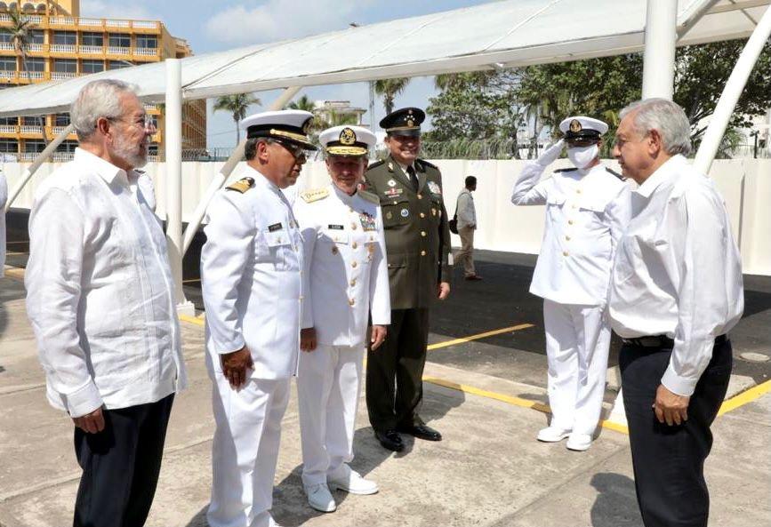 El presidente Andrés Manuel López Obrador encabezó la conmemoración por el Día de la Marina Nacional en Veracruz.