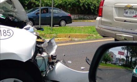 Carambola sobre la avenida Lázaro Cárdenas, a la altura de Garnica