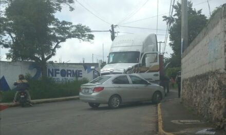 Accidente de tránsito sobre la avenida Antiguo Camino a Sumidero, esquina Huizache