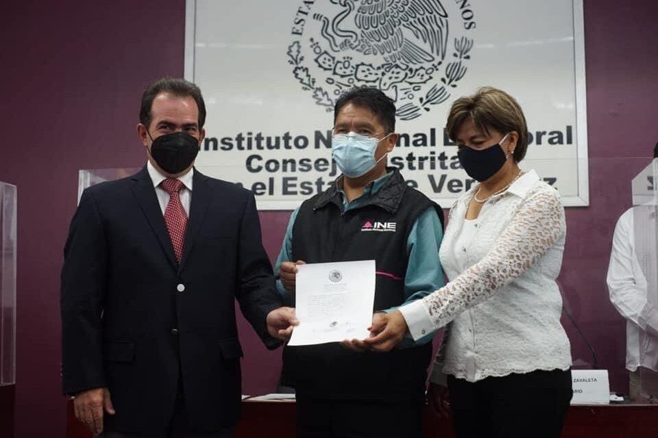 Recibe Pepe Yunes constancia que lo acredita como diputado federal electo por el Distrito 9 de Coatepec
