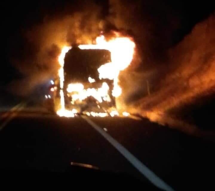 Autobús se incendió sobre la autopista Oaxaca – Puebla