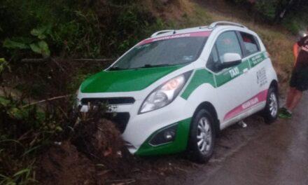 Se accidenta taxi de Xalapa en la carretera Xalapa – El Castillo