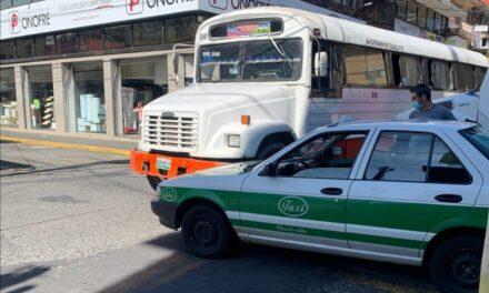 Accidente de tránsito en calle Clavijero esquina Sayago, zona centro de Xalapa