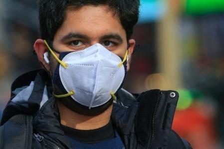 El uso de doble mascarilla reduce hasta en un 96,4 % el riesgo de infectarse con covid-19