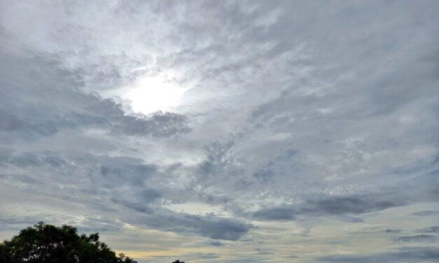 Sábado despejado a medio nublado, el potencial de lluvias ha disminuido, sin embargo, pueden ocurrir aisladas en el extremo sur y por la tarde en montañas.