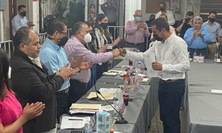 Candidato de Morena recibe constancia como alcalde electo de Jesús Carranza