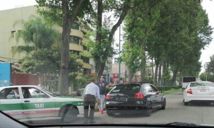 Accidente de tránsito sobre la avenida Orizaba, a la altura de la calle Francisco Rivera