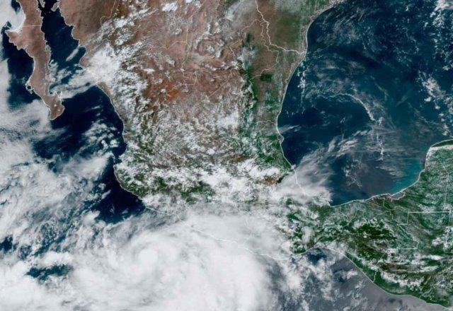 Alerta en 6 estados del país por 'Enrique'; el domingo se convertirá en huracán categoría dos