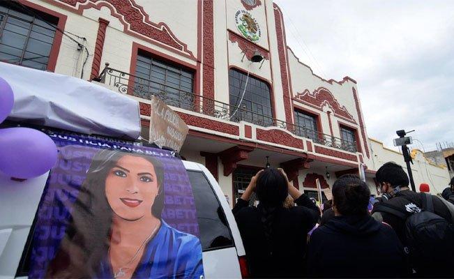 Videos mostrados en la audiencia mostrarían que doctora Beatriz Hernández se quitó la vida, por lo que una Jueza de control desestimó que el caso se investigue como feminicidio