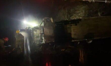 Se accidenta pipa e incendia en la carretera Xalapa – Veracruz, Km. 55, a la altura de la localidad de Chichicaxtle