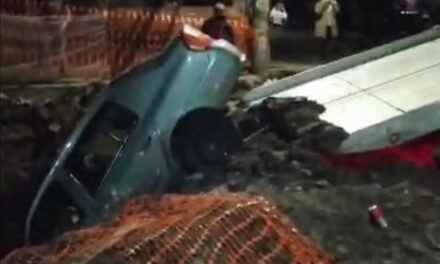 Video: Otra vez! Cae vehículo en obra de CMAS de la colonia Revolución