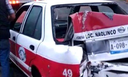 Video: Se voltea taxi de Naolinco