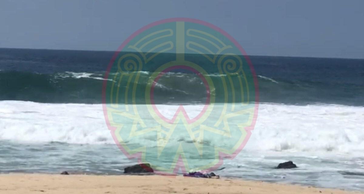 Turistas son arrastrados por olas en playa de Oaxaca; muere una mujer