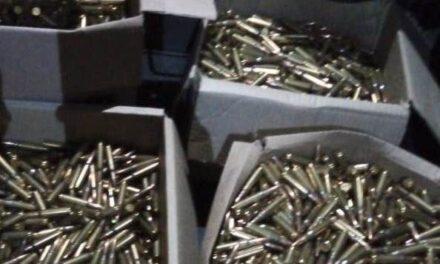 Guardia Nacional asegura ocho mil 400 cartuchos útiles para fusil de asalto.