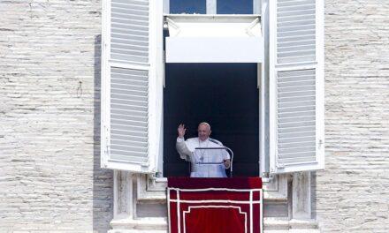Papa Francisco es hospitalizado para ser intervenido del intestino grueso