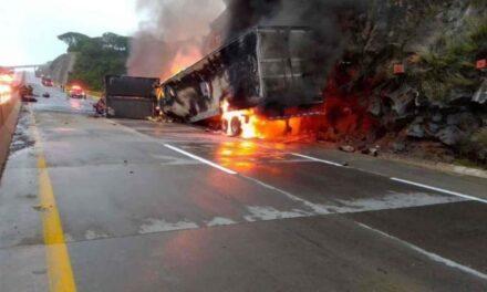 Mueren calcinadas cuatro personas tras choque en Tlajomulco