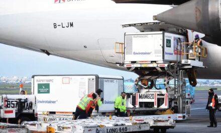 Aterriza en México cargamento con un millón de vacunas Sinovac
