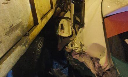 Camión se queda sin frenos impacta 3 autos en el centro de Xalapa