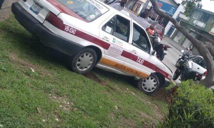 Asalta tienda, se roba un taxi y atropella a una persona en el puerto de Veracruz