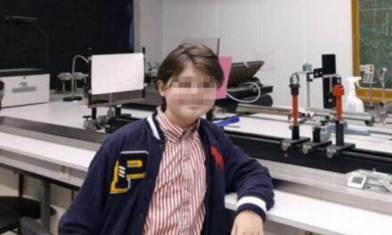 Niño de 11 años se gradúa como físico en solo nueve meses
