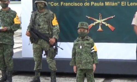 """Menor fue nombrado """"Soldado Honorario"""" del Ejército en el batallón de El Lencero, padece distrofia muscular."""