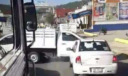 Video: Momento justo en el que chocan 2 autos en el bulevar Xalapa-Banderilla