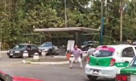 Video:Pelean dos taxistas en la entrada a La Usbi