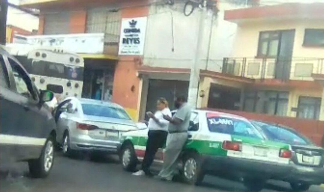 Accidente de tránsito sobre calle Santos Degollado, Xalapa
