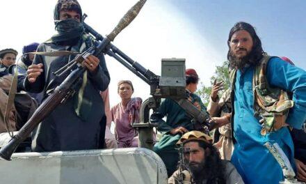 Los talibanes tomaron Kabul: el presidente Ghani abandonó Afganistán y los fundamentalistas islámicos negocian un gobierno de transición