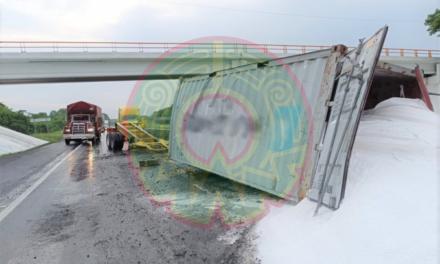 Se accidenta Tráiler en autopista La Tinaja – Cosoleacaque