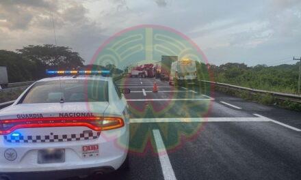 Cierre parcial de la circulación por accidente en la carretera La Tinaja-Cosoleacaque