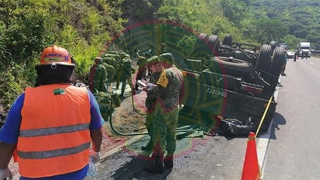 Mueren militares tras volcadura de camión de la Sedena en Jalisco