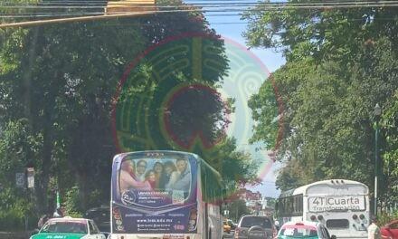 Accidente de tránsito sobre la calle De Los Atletas, Xalapa
