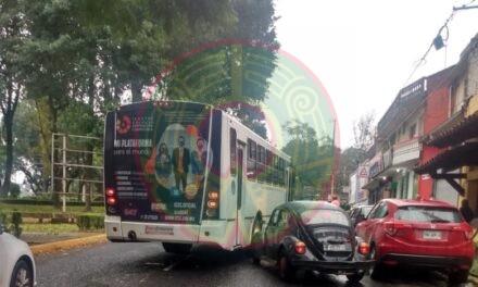 Accidente de tránsito sobre la avenida Xalapa, a la altura de la facultad de Economía