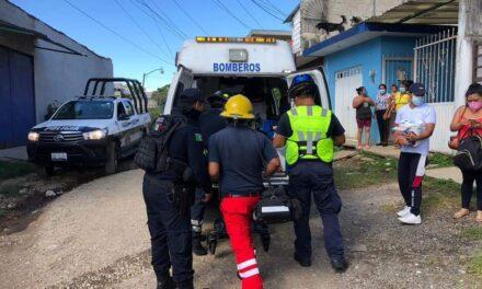 Da a luz en su casa, bomberos de Coatepec ayudaron a joven en el parto