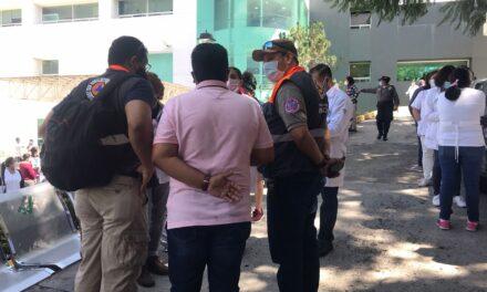 Desalojan el Centro Estatal de Cancerología (CECAN) en Xalapa al registrarse una vibración en el inmueble