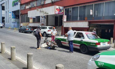 Accidente de tránsito sobre la calle  Zaragoza, Xalapa a