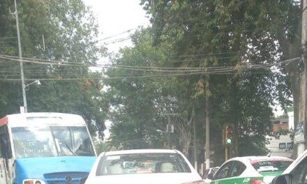 Accidente de tránsito sobre calle Díaz Mirón esquina con Rébsamen, Xalapa
