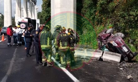 Volcadura en la carretera México-Toluca, una persona perdió la vida