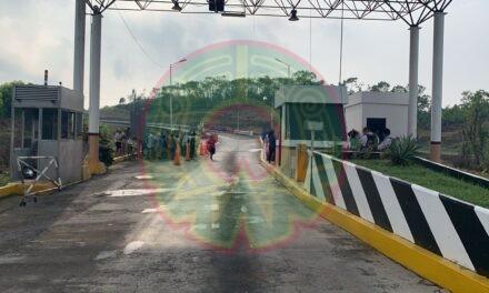 presencia de habitantes sobre la autopista (2080) Poza Rica-Veracruz