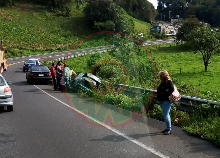 Accidente de tránsito en la carretera federal Xalapa-Las Vigas