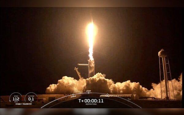 Video: Despega con éxito cohete SpaceX con cuatro turistas espaciales a bordo