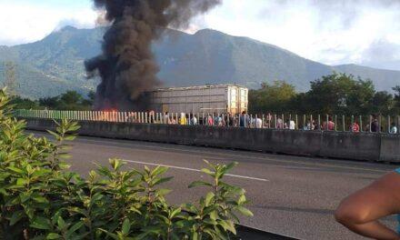 Se incendia tractocamión en la carretera Puebla – Orizaba