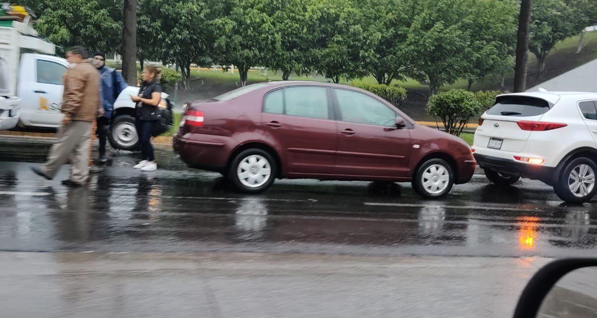 Accidente de tránsito sobre la avenida Lázaro Cárdenas, a la altura de El Trebol
