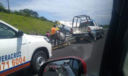 Se sale camión de pasajeros en la carretera Veracruz – Xalapa