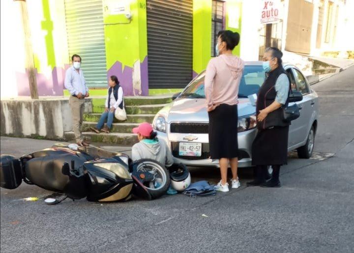 Motociclista lesionado en la colonia José Cardel, Xalapa