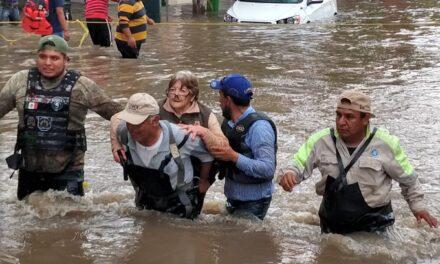 Senadores guardan minuto de silencio por muertos tras inundaciones