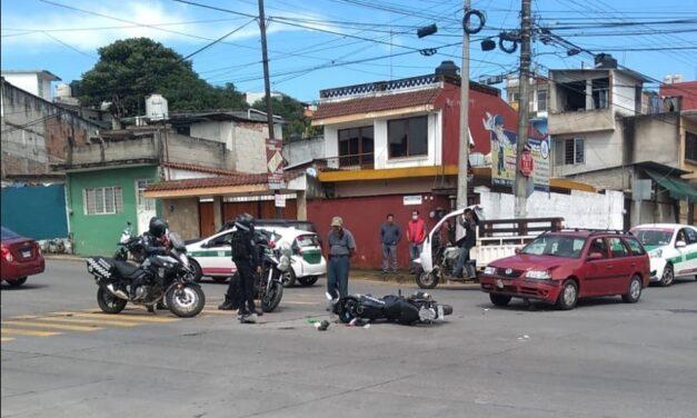 Se accidenta motociclista de la Policía en Jardines de Xalapa